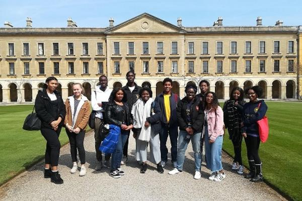 Image of students at Magdalen College