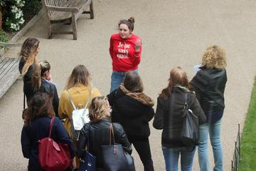 Image of student tour of Hertford College